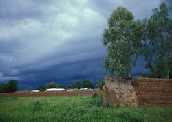 800px-Rain_clouds_in_Cameroon_2005